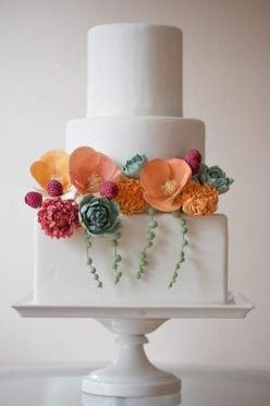 All decor made of gumpaste: succulents, raspberries, poppies. Photo: Brooke Allison: Succulent, White Wedding, Cake Design, Wedding Ideas, Weddings, Wedding Cakes, Beautiful Cakes, Simple Cake