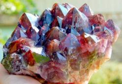 Auralite The crystal itself carries 35 elements, and in each crystal, there is at least 17 of these combined. There is 23 minerals in its matrix, which includes: Titanite, Cocoxenite,Lepidocrosite,Malachite,Hematite, Magnetite,Pyrolusite,Gold,Silver,Plati