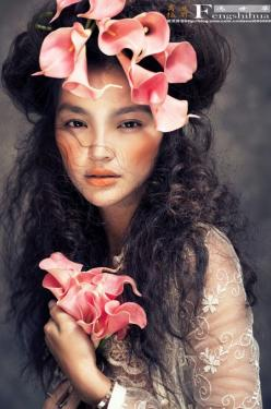 Beautiful! I know this is part of a fashion shoot but I love how carefree she looks. I would definitely wear flowers in my hair just like this! ||  Touseled hair with pink camilia: Idea, Editorial, Makeup, Hairs, Beautiful, Pink, Fashion Photography, Beau