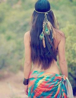 Brunette Hippie/Boho in tie dye sarong and head piece: Idea, Fashion, Hippie Style, Head Band, Boho, Beauty, Feathers, Hair, Bohemian