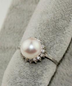 By Monday ill know if this ring will be mine :) pray it's still there on Monday!: Diamond Engagement Rings, Pearl Engagement Rings, Vintage Pearl Rings, Pearl Ring Halo, Pearl Fect, Pearl Ring Engagement Vintage, Vintage Pearl Wedding Rings, Grandmas