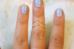 Chevron Hammered Brass or Silver Plated Wire Knuckle Ring Set, Stacking Rings. $16.50, via Etsy.: Chevron Ring, Knuckle Rings, Hammered Brass, Brass Knuckle, Chevron Hammered, Chevron Knuckle
