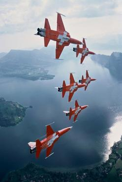 Cool Stuff We Like Here @ CoolPile ------- << Original Comment >> ------- ♂ Flying Machines: Airplane, Aircraft, Jet, Swiss
