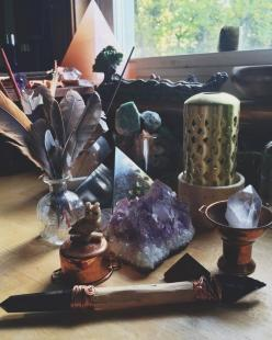 Crystals | @invokethespirit: Mystic, Crystals, Felt, Sacred Spaces, Posts, Charmed