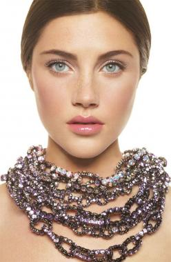 Discrete make up with a standing out chain necklace: Perfect Combination: Make Up, Style, Brown Brightening, Makeup, Bobbi Brown, Beauty, Bobbibrown, Hair