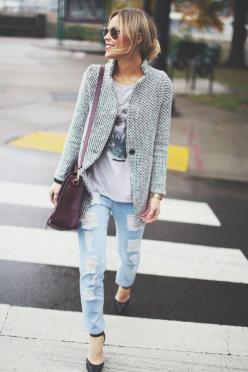 Distressed jeans + blazer: Fashion, Street Style, Outfit, Street Styles, Fall Winter, Coat, Graphic Tee