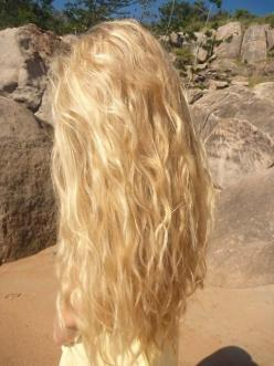 Exaaaactly how I want my hair to look when grown out - hopefully my curls do this because of the weight of being long.: Hairstyles, Hair Styles, Blonde Hair, Long Hair, Beachy Waves, Long Blonde, Hair Color, Beach Hair