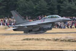 F-16 Airshow performance.  Dude pull back just a tad...: Airplanes Jets Helicopters, Aerospace, F16 Lawn, Photo, Fighter Jets