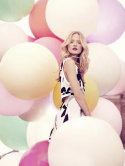 Fashion photography Metro photography thinks that this is a brilliant example of balloons being used in a beautiful way: Colour, Pastel, Ideas, Inspiration, Style, Color, Photoshoot, Fashion Photography, Balloons