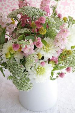 Fresh Flower Bouquets for the House. Nothing beats the lovely scent upon walking in the door and being greeted by the fresh scent of flowers: Queen, Color, Flower Arrangements, Beautiful Flowers, Pink, Floral Arrangements, Garden, Pretty Flower