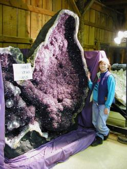 Geodes are created when gasses become trapped in the layers of rock - usually volcanic rocks. Crystalline structures form on the inside, surrounded by harder minerals - for example amethyst surrounded by agate.: Crystals Gemstones Fossils, Amethysts, Mine