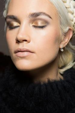 Gold eyeshadow gorgeous look - try RMS Eye Polish in Solar: Fall2015, Fall Beauty Trends 2015, Beauty Makeup, Beauty Runway, Fall 2015 Makeup Trends, Fall 2015 Beauty Trends, Fall 2015 Trends Makeup, 2015 Fall Makeup Trends, 2015 Fall Trends Makeup
