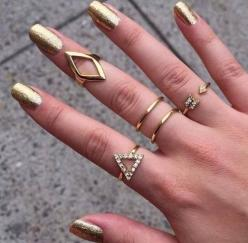 Gold jewelry and nails fashion nails jewelry glitter gold rings sparkly bling metallic. I need some rings!: Fashion, Midi Rings, Gold Nails, Style, Gold Rings, Jewelry, Accessories, Nail Art
