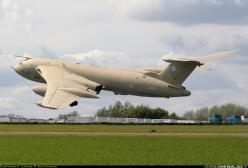 Handley Page Victor K2 (HP-80) aircraft picture: K2 Victor, Military Aircraft, Air Force, Military Aeroplanes, Aircrafts Warships, K2 Aircraft, Aircraft Pictures, Airplane Junkie