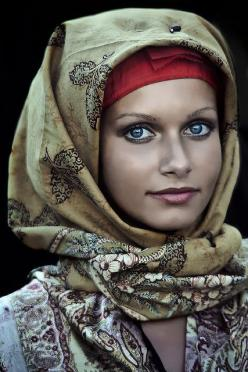 I'd love to sketch this picture. It looks like it could be digital either that or some really amazing photography.: Amazing Face, Beautiful Women, Beautiful Eyes, Amazing Eyes, Beautiful Faces, Beautiful People, Photo, Culture, Sa Mirada