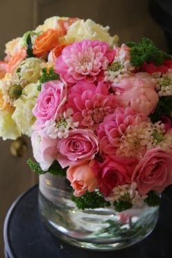 I love beautiful cut flower arrangements and this one is exceptional.: Rose, Gorgeous Flowers, Flower Arrangements, Bouquets, Beautiful Flowers, Floral Arrangements, Flower, Cut Flower