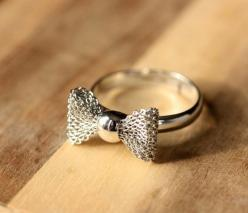 i love love love bow rings they are the cutest things ever!!: Wedding Ring, Fashion, Vintage Wedding, Bows, Jewelry, Bow Rings, Accessories