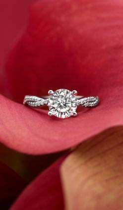 I love love love this. I'm normally a princess cut kind of girl but this cut with the twisted band is beautiful!!!: