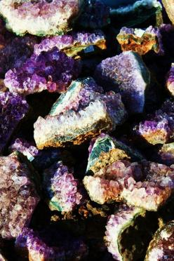 """I used to """"hunt"""" for these in my Grammie's backyard with my aunt Renee, I miss those days!!!: Crystals, Amethysts, Nature, Mineral, Colorful Gemstones, Amethyst Crystal, Rocks"""