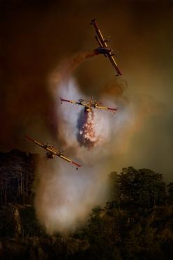 """In the fire.  Affectionatelly called in Spain """"Botijos"""" (drinkin jug): Firefighter, Actionphotography Photography, Simona Forte, Breakdown Photos, Arial Photography, Aviation Photo S, Cars Planes Fire"""