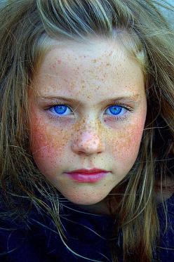 incredible eyes…….ARE THEY BLUE??……….OH! YES INDEEDY……..THEY ARE BLUE……DEEP AND INTENSE………….ccp: Incredible Eyes Are, Beautiful Eyes, Blue Eyes, Beautiful Children, Amazing Eyes, Beautiful Faces, Eyes And Freckles, Beautiful Freckles