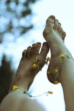 Lets watch as the night wastes away and the curling of the trees becomes a dancing shadow upon our feet..: Life, Hippie, Posts, Daisy Chains, Things, Flower, Photography, Bare Feet, Barefoot
