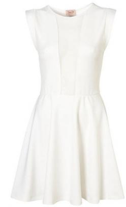 Love the simple white structured dress...that doesn't look like a wedding dress: Fashion Outfit, Summer Wedding Outfit, Clothes Style, Simple Grad Dresses, Wedding Dress, Graduation Dresses White, Dresses Outfits, Simple Summer Outfits