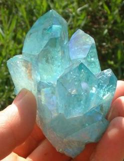 Lovely Aquamarine - Aquamarine is often associated with the thymus gland. It is very soothing worn as a necklace. Healers use it to help reduce fluid retention. It has been used to calm the nerves. The Romans used the aquamarine for diseases of the stomac