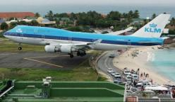Maho Beach - St. Maarten in the Caribbean  Amazing shots of low-flying planes over the beach.: Aviation, St Maarten, Airplanes, Airports, Aircraft, Beach, Boeing 747, Place