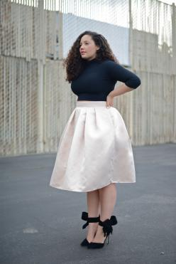 Noch mehr traumhafte Styles für Plus Size Ladies gibt's hier: http://www.gofeminin.de/styling-tipps/styling-tipps-fur-mollige-s795188.html #curves #style #fashion: Curve, Curvy Girl, Style, Crop Tops, Plus Size, Size Fashion, Outfit