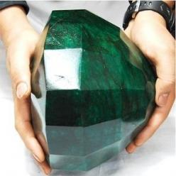 "{Oh. My. God.}  ""Cleopatra Emerald"" - 40,175 carts (cts) making it the largest emerald in the world: Emeralds, Gemstones, Precious Stones, Gems Minerals, Emerald Green, Largest Emerald, Rock, Cleopatra Emerald"