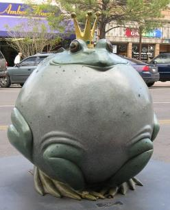 "One of my favorite sculptures in downtown Grand Junction, Colorado. ""The Frog Prince"" by Gary Price.: Genius Artists, Arte Esculturas De, Grand Junction Colorado, Street Art, Colorado Home, Frog Sculptures, Photo, Cartoon Frogs"
