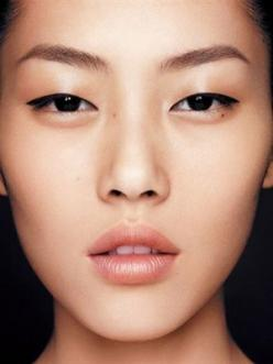 Perfect brows   glowing skin   and pretty lips   Find out what brows suit your face shape!: Liu Wen, Natural Makeup, Faces, Asian Beauty, Google Search, Liuwen, Asian Makeup, Asian Eyes