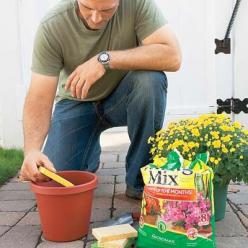Place a sponge in the bottom of a planter before adding soil, to keep water in reserve.: Green Thumb, Garden Outdoor, Gardening Outdoor, Plants Garden, Adding Soil