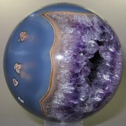 Polished mineral spheres at this site are amazing. This one is an Amethyst from Brazil  <<< What a beautiful piece...  I would love to have it...  <3~R~<3: Gemstones, Amethysts, Precious Stones, Crystals Gems, Polished Mineral, Mineral Sphe