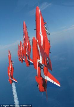 Red Arrows---I love flying :)#Repin By:Pinterest++ for iPad#: Airplanes Airplanes, Red Arrows, Airplanes Jets, Jets Copters Planes, Amazing Airplanes, Flying Machine, Military Airplanes, Sky Jets Planes