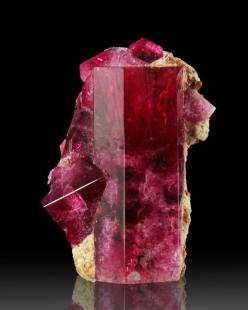 Red Beryl: Complex Shiny, 15 59Ct Complex, Gem Ut, Ruby Violet, 20Mm 15 59Ct