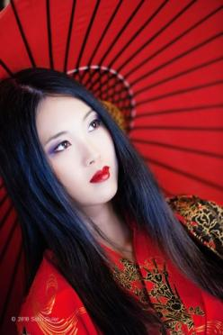 "Red #Geisha - need to get there soon! #WeThePeOplE JOIN THE PROJECT; ""Enjoy a Cappuccino while Saving Lives!"" @Pinterest.com/vipsaccess/we-the-people-pinterest-charity-fund-raise-campaig/: Faces, Red, Japanese Girl, Asian Beauty, Beautiful, Japane"