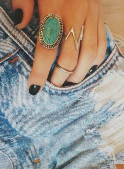 rings + black nail polish.: Accessories Jewelry, Street Style, Black Nail Polish, Jewelry Accessories, Black Nails, Jewelry Nails, Edgy Nails