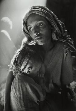 Sebastião Salgado, b. 1944, Ethiopie, 1984: Salty Sebastião, Mothers, Mother And Child, Sebastiãosalgado, Salty Sebastiao, Photography