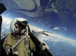 Selfie with Dreamliner: F-16 pilot takes self-portrait photo with Boeing 787 on his left wing: Selfies, Pilots, F16, The Netherlands, Photo, Fighter Jets