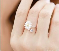 simple, happy, pretty: Flower Rings, Fashion, Style, Jewelry