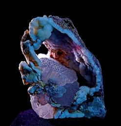 Smithsonite crystal in Chalcedony geode: Crystals, Gemstones, Smithsonite Crystal, Gems Minerals, Rocks Gems, Gem Stones, Rocks Minerals, Photo Sharing, Chalcedony Geode