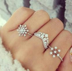 snowflake rings: Pretty Rings, Diamond Rings, Jewelry Accessories, Snowflakes Jewelry, Winter Rings, Diamond Snowflake Ring, Gasp The Middle, Cute Ring