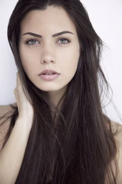 Something like this for look 1. Natural makeup and dark brows: Photos, Faces, Beautiful Women, Hairs, Beautiful Hair, Brunette, Beauty, Eyes