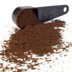 Sprinkle coffee grounds around your vegetables before you water them, you will be activating slow-release nitrogen that will help them grow faster and fuller. Slugs don't like them either!: Green Thumb, Sprinkle Coffee, Activating Slow Release, Slow R
