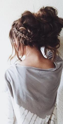 Subscribe to my YouTube channel ~~> woahitssummer <~~ for covers, challenges, tutorials, tags, DIYs and more!!! I love u guys have an amazing day❤️ :): Cute Bun Hairstyle, Braid Hair Style, Cute Hairstyle, Cute Messy Hairstyle, Cute Bun Hair Style
