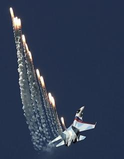 Sukhoi: Discharging Flares, Jets Chopper, Me, Pinterest Com Fra411 Flares, Aircrafts Vliegtuigen, Fighter Jets