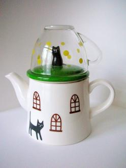 Tea-for-One I love tea pots something warm and homelike about them.: Tea Time, Tea Pots, Black Cat, Decole Cat, Cat Tea For One