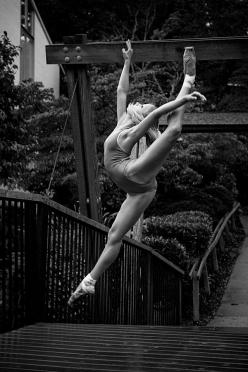 That feeling when you leap, when you feel like your flying torwards the sky, that makes you feel like dance is the only way you can truly express yourself...: Dancing, Dancers, Dance Dance, Art, Beautiful, Vihao Pham, Ballet Photography, Ballerina, Dance